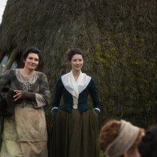 Outlander: Valerie Edmond e Caitriona Balfe nell'episodio Rent