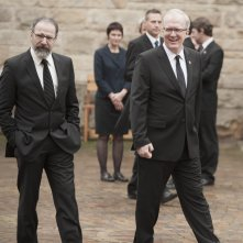 Homeland: Mandy Patinkin e Tracy Letts in una scena dell'episodio Trylon and Perisphere