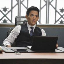 Selfie: John Cho nella premiere della serie