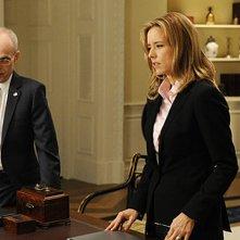 Madam Secretary: Zeljko Ivanek e Tea Leoni in una scena della premiere della serie