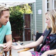 Play It Again, Dick: Ryan Hansen e Kristen Bell in una scena del primo episodio