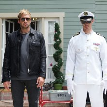 Play It Again, Dick: Ryan Hansen insieme a Jason Dohring in una scena del primo episodio