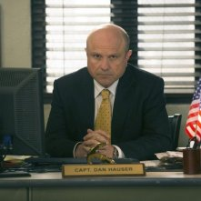 The Mysteries of Laura: Enrico Colantoni in una scena del pilot