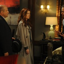 The Mysteries of Laura: Enrico Colantoni e Debra Messing in una scena del pilot