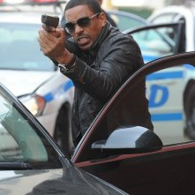 The Mysteries of Laura: Laz Alonso in una scena del pilot