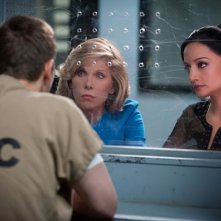The Good Wife: Christine Baranski e Archie Panjabi nell'episodio Trust Issues