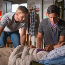 Under the Dome: Mike Vogel e Eddie Cahill nell'episodio Turn