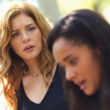 Under the Dome: Karla Crome e Rachelle Lefevre nell'episodio Turn