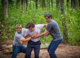 Under the Dome: Eddie Cahill, Mike Vogel e Allexander Koch nell'episodio Turn