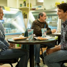 Whiplash: Miles Teller con Melissa Benoist in una scena-