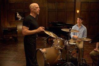 Whiplash: Miles Teller insieme a J.K. Simmons in una scena del film