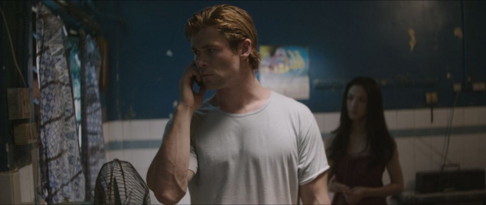 Chris Hemsworth in una scena di Blackhat