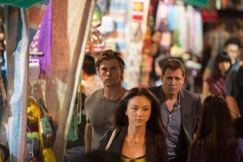 Blackhat: Chris Hemsworth con Wei Tang in una scena