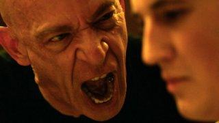 Whiplash: l'urlo di J.K. Simmons stordisce Miles Teller in una scena del film