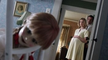Annabelle: Annabelle Wallis con Ward Horton in una scena tratta dall'horror
