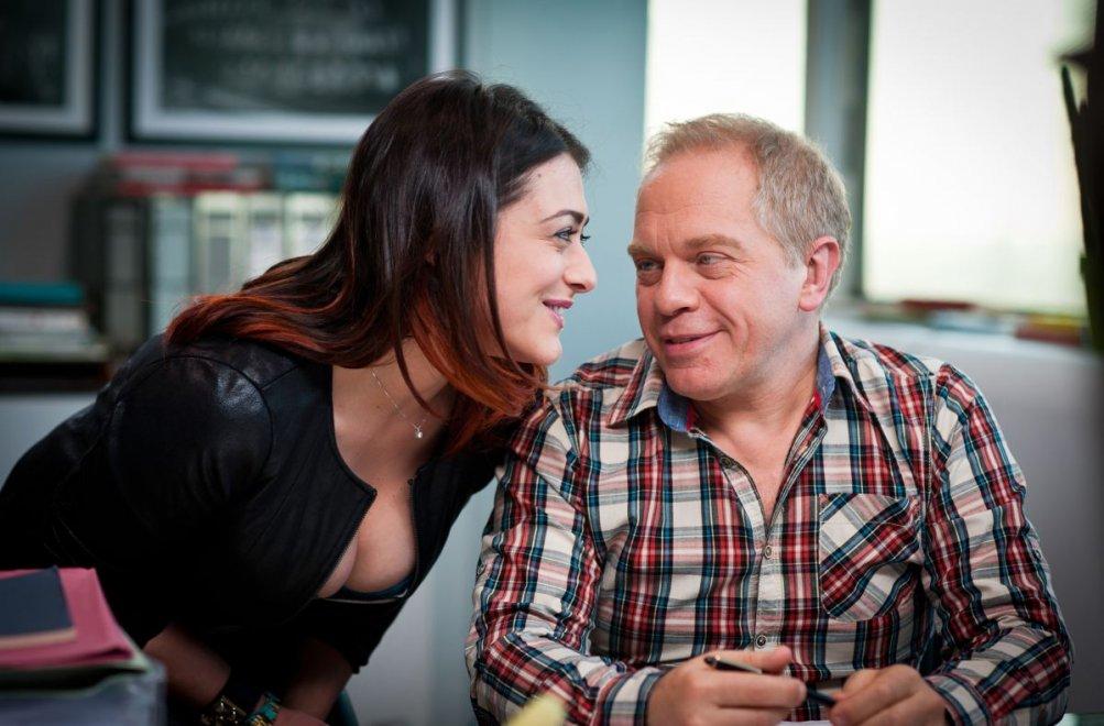 Buoni a nulla: Marco Marzocca con Valentina Lodovini in una scena del film