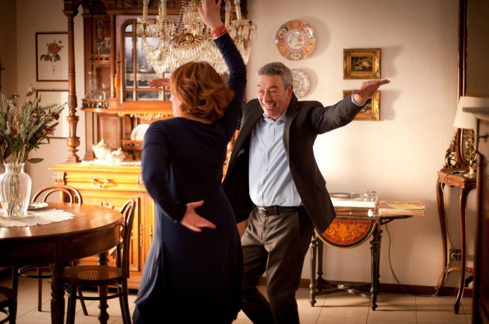 Gianni Di Gregorio con Daniela Giordano in una scena di Buoni a nulla