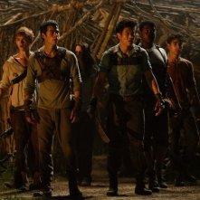 Maze Runner - Il labirinto: Dylan O'Brien con Kaya Scodelario, Thomas Brodie-Sangster e Aml Ameen in una delle prime foto ufficiali del film post apocalittico