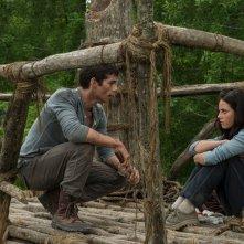 Kaya Scodelario con Dylan O'Brien in Maze Runner - Il labirinto