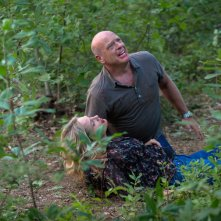 Under the Dome: Dean Norris e Sherry Stringfiled in una scena dell'episodio Turn