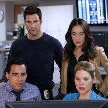 Stalker: Maggie Q e Dylan McDermott in una scena del pilot della serie