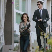 Stalker: Maggie Q insieme a Dylan McDermott nel pilot della serie