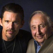 Seymour: An Introduction - Ethan Hawke, regista del documentario, insieme a Seymour Bernstein in una foto promozionale