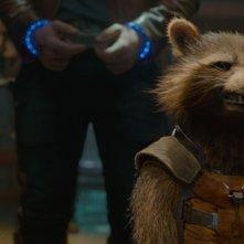 Guardiani della Galassia: il ghigno del procione Rocket (doppiato da Bradley Cooper) in una scena