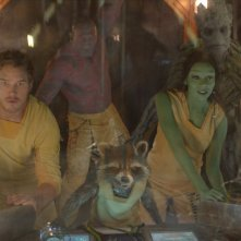 Guardiani della Galassia: Groot, Rocket, Chris Pratt, Zoe Saldana e Dave Bautista in una scena