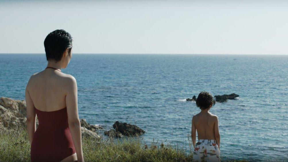 Last Summer: Rinko Kikuchi con il piccolo Ken Brady in una scena del film