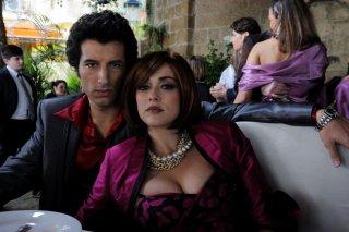 Francesco Scianna insieme a Valentina Lodovini in una foto promozionale de I Milionari