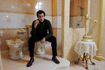 Francesco Scianna in una scena de I Milionari