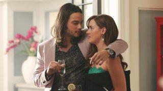 Revenge: Daniel Zovatto e Christa B. Allen nell'episodio Renaissance