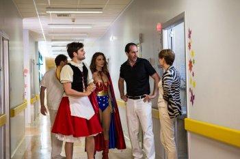 Tutto molto bello: Frank Matano con Paolo Calabresi e Nina Senicar in una scena