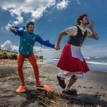 Tutto molto bello: Paolo Ruffini e Frank Matano in una buffa scena del film