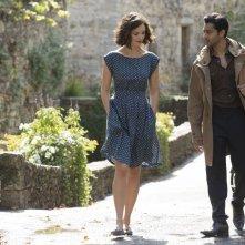 Amore, Cucina e Curry: Manish Dayal e Charlotte Le Bon sono Hassan e Marguerite in una scena del film