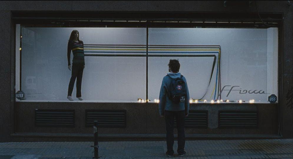 Medianeras - Innamorarsi a Buenos Aires: Javier Drolas di spalle in una scena del film