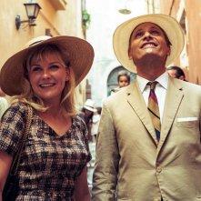 I due volti di gennaio: Viggo Mortensen e Kirsten Dunst sorridenti in una scena del film