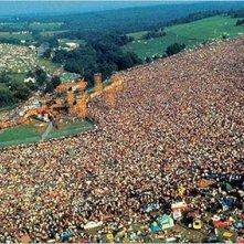 Una scena di Woodstock tre giorni di pace e musica