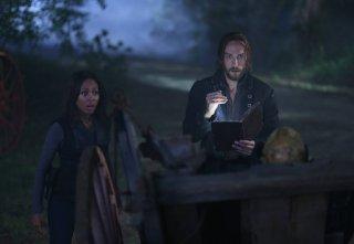 Sleepy Hollow: una scena con Tom Mison e Nicole Beharie nell'episodio The Kindred