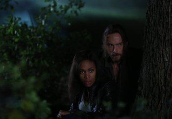 Sleepy Hollow: Tom Mison e Nicole Beharie nell'episodio The Kindred