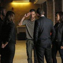 Agents of S.H.I.E.L.D.: Nick Blood in una scena dell'episodio Heavy Is the Head