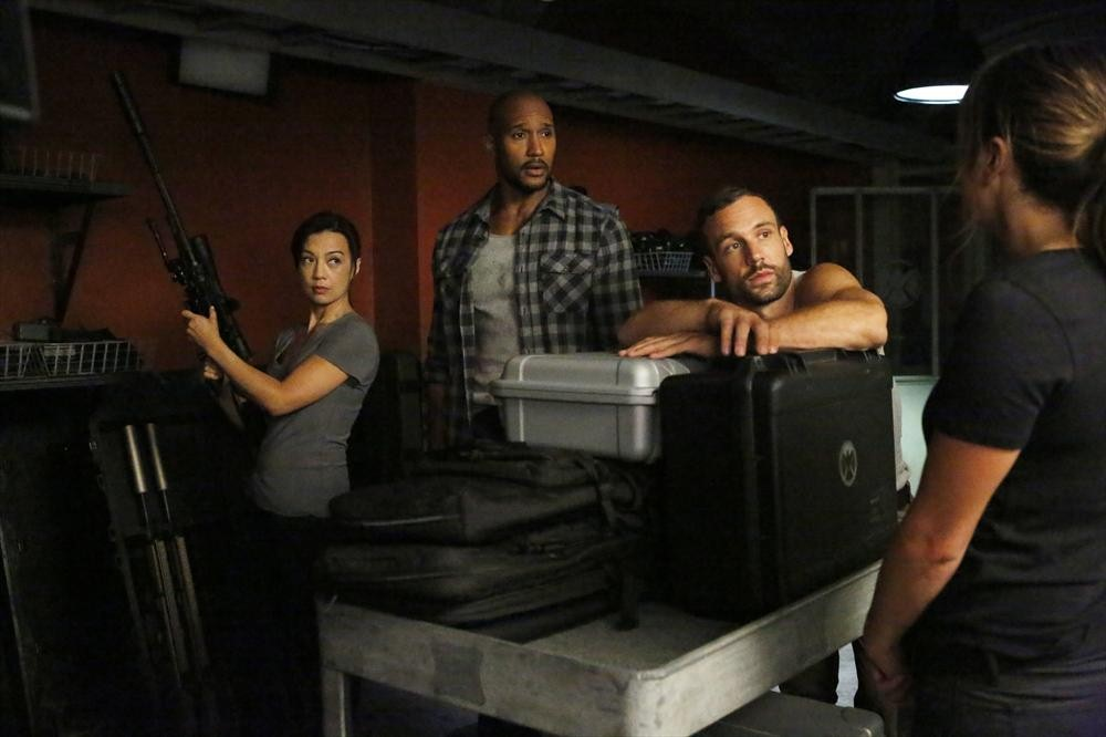 Agents of S.H.I.E.L.D.: Ming-Na Wen, Nick Blood e Henry Simmons nell'episodio Making Friends and Influencing People