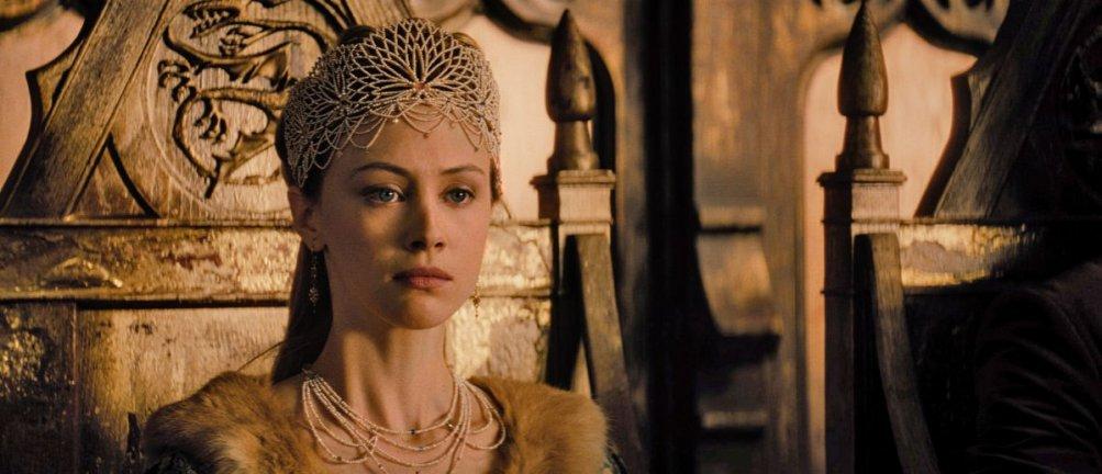 Dracula Untold: Sarah Gadon nel ruolo di Mirena in una scena del film