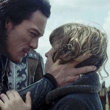 Dracula Untold: Luke Evans con Art Parkinson in una scena del film