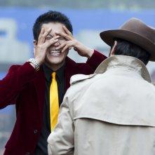Lupin - Il Film: Oguri Shun in una scena con Tadanobu Asano (di spalle)
