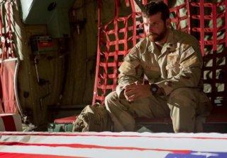 American Sniper: Bradley Cooper in tenuta militare