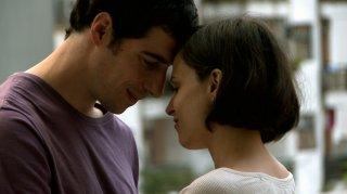 Lo studente: Esteban Lamothe insieme a Romina Paula in un momento del film