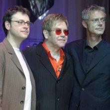 Billy Elliot - Il Musical: Stephen Daldry (regista) con Elton John (produttore e autore delle musiche) e Lee Hall (testi e libro) in una foto promozionale