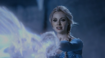 C'era una volta: Georgina Haig interpreta Elsa in una scena dell'episodio White Out